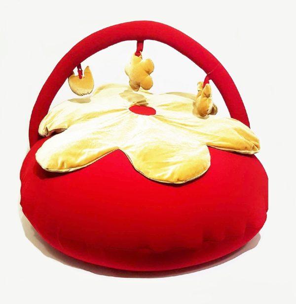 פוף אדום עם כוכב לתינוקות